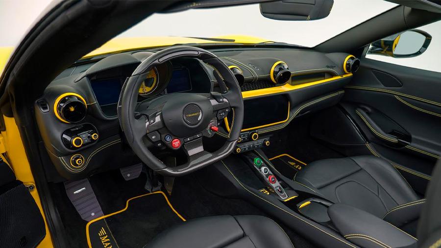 El interior del coche también recibió algunas modificaciones por parte de Mansory