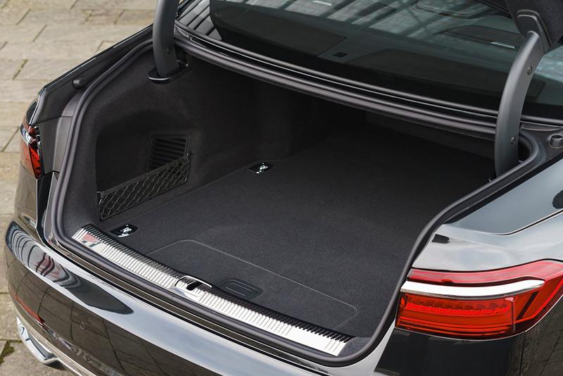 Audi A8 cajuela