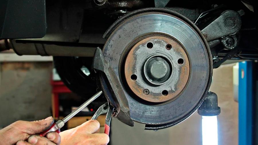 Existen señales que pueden indicarnos una falla en el sistema de frenos ABS