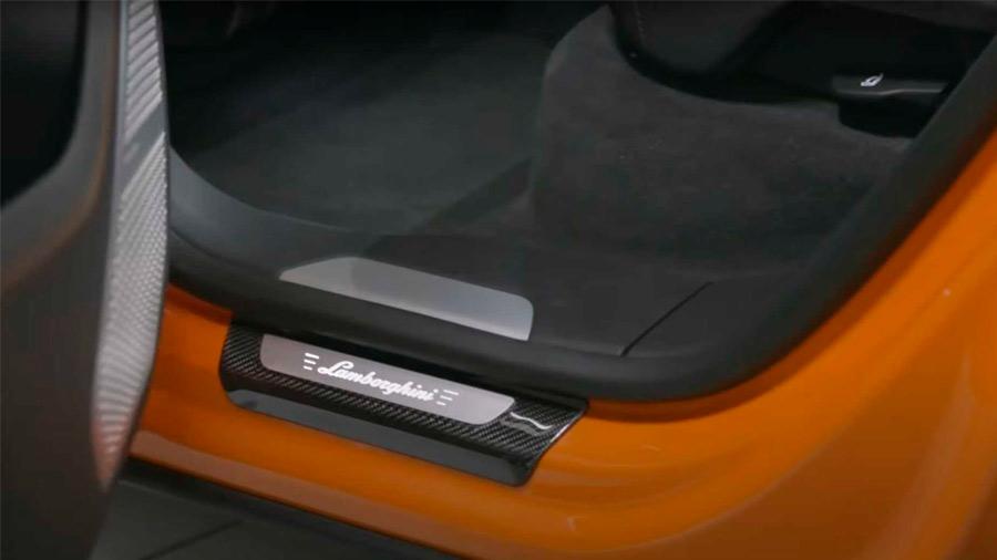 También están disponibles insertos en fibra de carbono para el interior