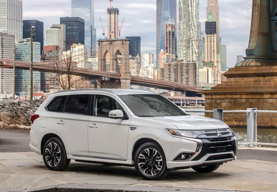 Mitsubishi Outlander 2021 Reseña - Una SUV con mucho espacio y bajo consumo