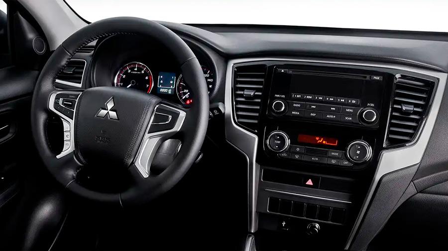 El volante genera buenas sensaciones al contacto por estar forrado en piel