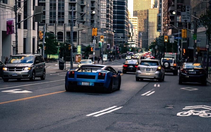 El G7 va contra los autos de gasolina