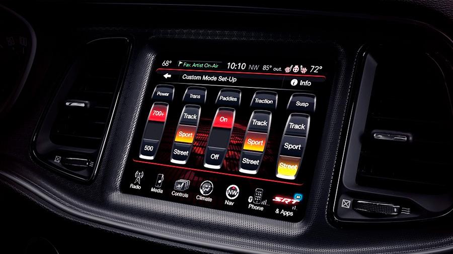 El Dodge Charger Widebody SRT 2021 tiene un completo sistema de infotenimiento
