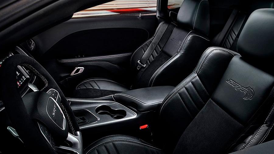 La cabina del Dodge Charger Widebody SRT 2021 destaca por su amplitud