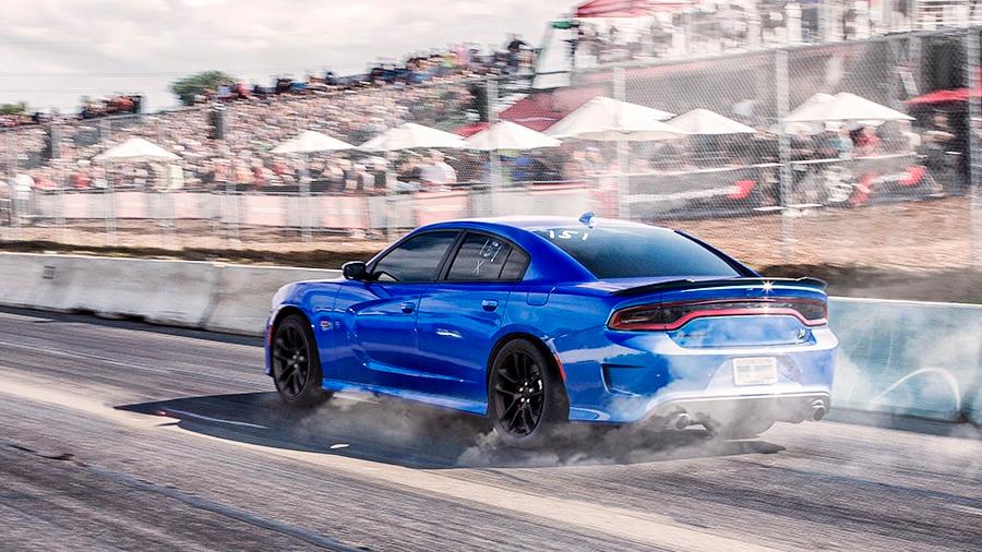 El Dodge Charger Widebody SRT 2021 es un muscle car atractivo con estilo retro y un manejo entretenido