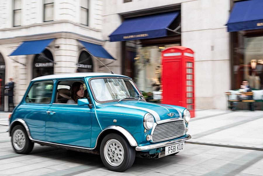 El Mini Cooper clásico que tiene alma de Nissan Leaf