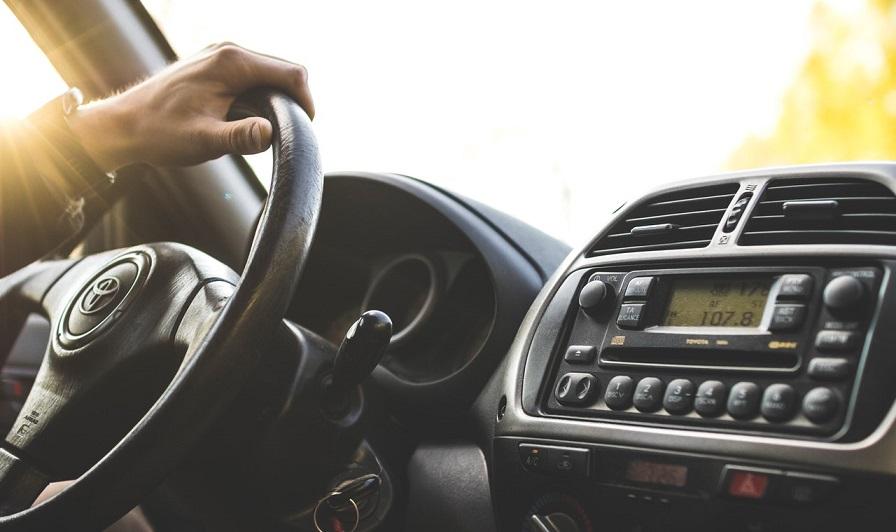 Cómo cambiar las terminales de dirección de un auto