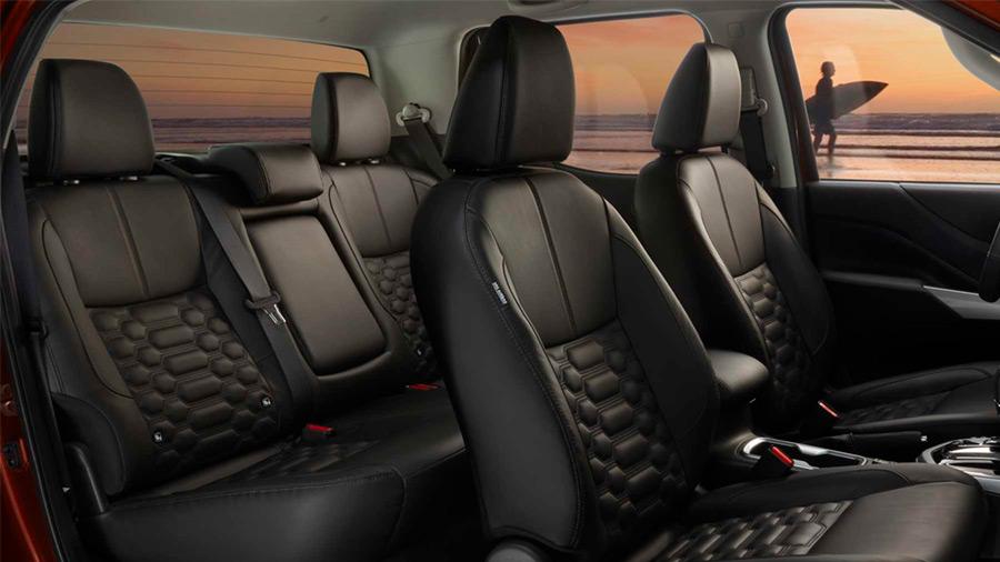 La Nissan NP300 Frontier precio tiene un interior con una buena gestión del espacio