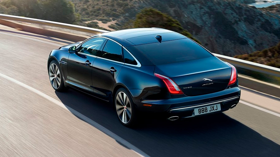 El Jaguar XJ en venta es un auto sofisticado, práctico y con con una mecánica potente para una conducción entretenida