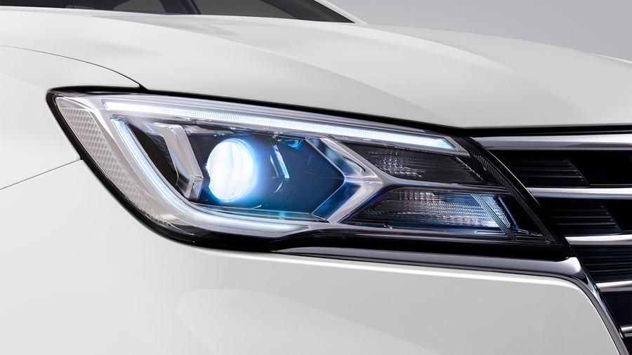 El MG 5 precio incorpora faros principales LED, pero solo en la versión más completa