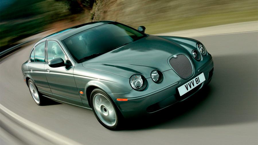 El Jaguar S-Type en venta presume una apariencia retro