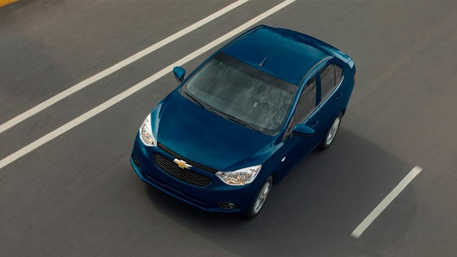 El Chevrolet Aveo LT 2022 tiene luces principales de halógeno