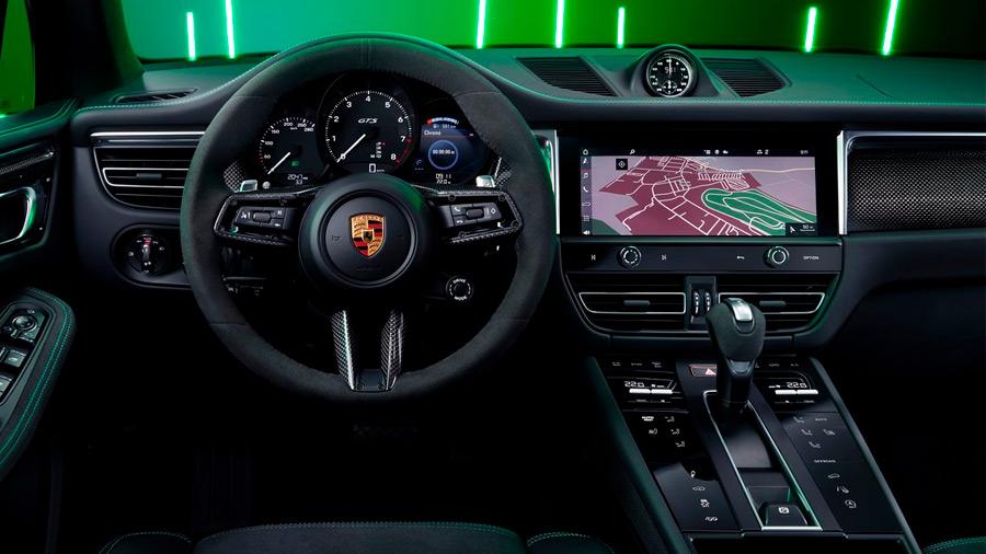 El interior de la Porsche Macan 2022 también trae novedades significativas