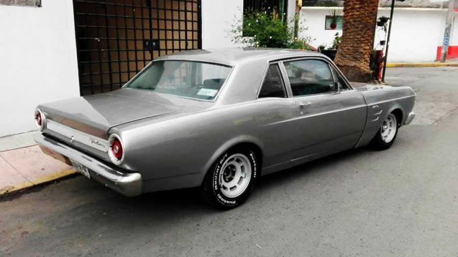 El Ford Falcon en venta fue un auto que representó un giro de timón en el tipo de coches que fabricaba la compañía