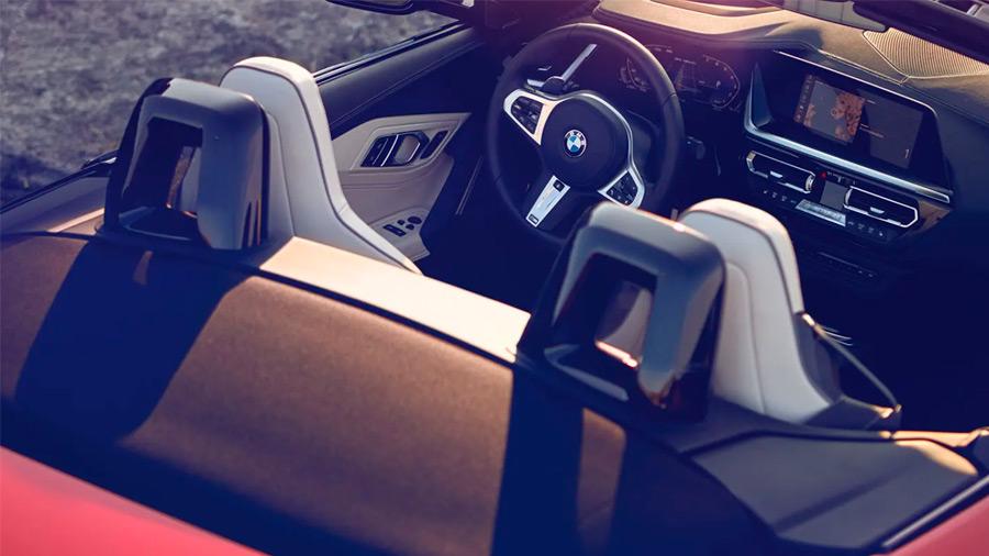 Para ser un roadster, el BMW Z4 precio ofrece gran espacio en el interior