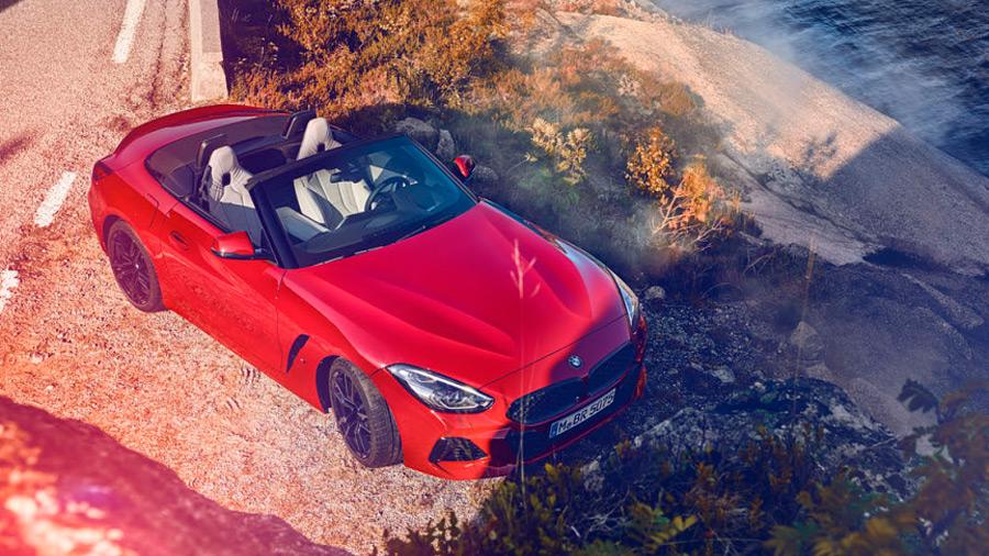 El BMW Z4 precio es un roadster con un diseño seductor, una cabina práctica y tecnológica, y un manejo deportivo