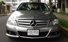 Pongo a la venta un Mercedes-Benz Clase C en excelente condicción-6