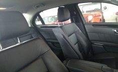 Carro Mercedes-Benz Clase E 2011 de único propietario en buen estado-18