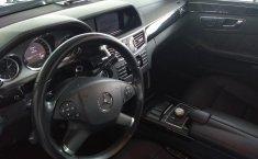 Carro Mercedes-Benz Clase E 2011 de único propietario en buen estado-12