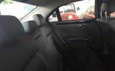 Carro Mercedes-Benz Clase E 2011 de único propietario en buen estado-9