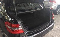 Carro Mercedes-Benz Clase E 2011 de único propietario en buen estado-0