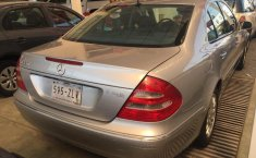 Un carro Mercedes-Benz Clase E 2003 en Gustavo A. Madero-0