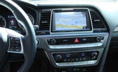Carro Hyundai Sonata 2018 de único propietario en buen estado-11