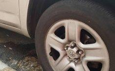 Coche impecable Toyota RAV4 con precio asequible-9