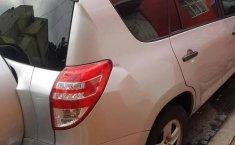 Coche impecable Toyota RAV4 con precio asequible-8
