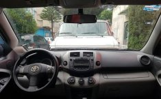 Coche impecable Toyota RAV4 con precio asequible-5