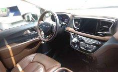 Urge!! En venta carro Chrysler Pacifica 2017 de único propietario en excelente estado-13