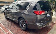 Urge!! En venta carro Chrysler Pacifica 2017 de único propietario en excelente estado-9