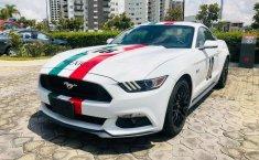 Un Ford Mustang 2015 impecable te está esperando-8