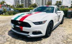 Un Ford Mustang 2015 impecable te está esperando-6