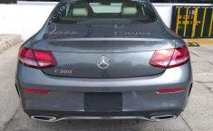 Coche impecable Mercedes-Benz Clase C con precio asequible-3