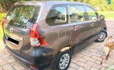 Tengo que vender mi querido Toyota Avanza 2013-4