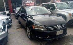 Quiero vender un Volkswagen Passat en buena condicción-0