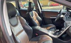 Se vende urgemente Volvo XC60 2014 Automático en Tlalpan-12