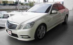 Coche impecable Mercedes-Benz Clase E con precio asequible-16
