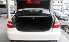 Coche impecable Mercedes-Benz Clase E con precio asequible-2