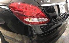 Un Mercedes-Benz Clase C 2017 impecable te está esperando-4