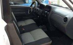 Quiero vender inmediatamente mi auto Nissan Chasis 2014 muy bien cuidado-8