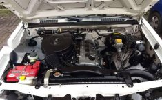 Quiero vender inmediatamente mi auto Nissan Chasis 2014 muy bien cuidado-5