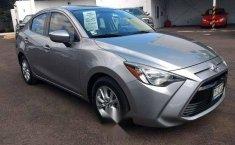 Quiero vender un Toyota Yaris en buena condicción-7