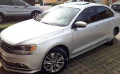 Un Volkswagen Jetta 2015 impecable te está esperando-3