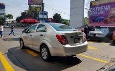 Se pone en venta un Chevrolet Sonic-13