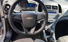 Se pone en venta un Chevrolet Sonic-12
