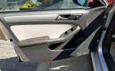 Un Volkswagen Jetta 2015 impecable te está esperando-0