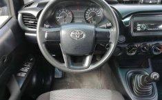 Carro Toyota Hilux 2016 en buen estadode único propietario en excelente estado-4